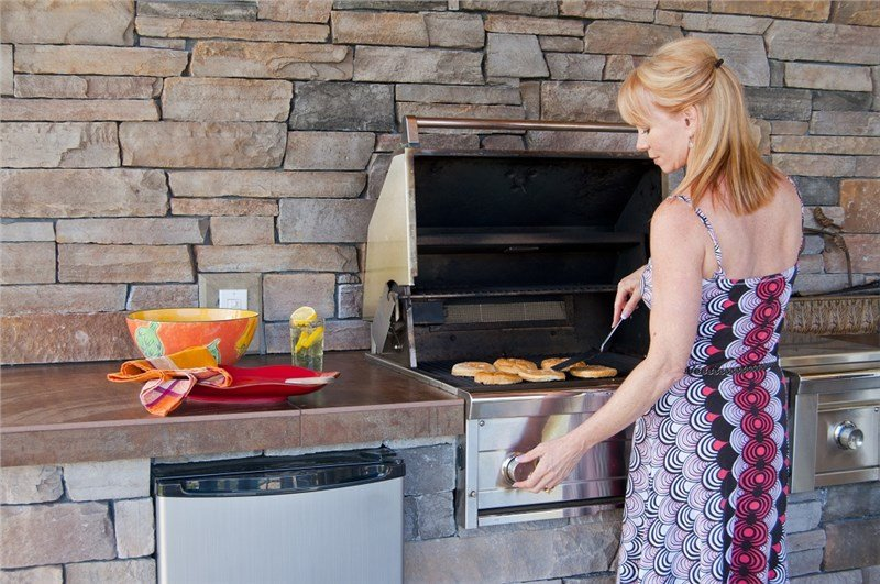 Three Things To Consider Before Building An Outdoor Kitchen