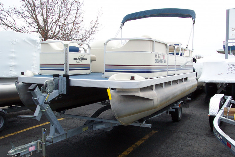 2001 BENNINGTON 18' PONTOON BOAT W/ MERCURY 40 HP O/B