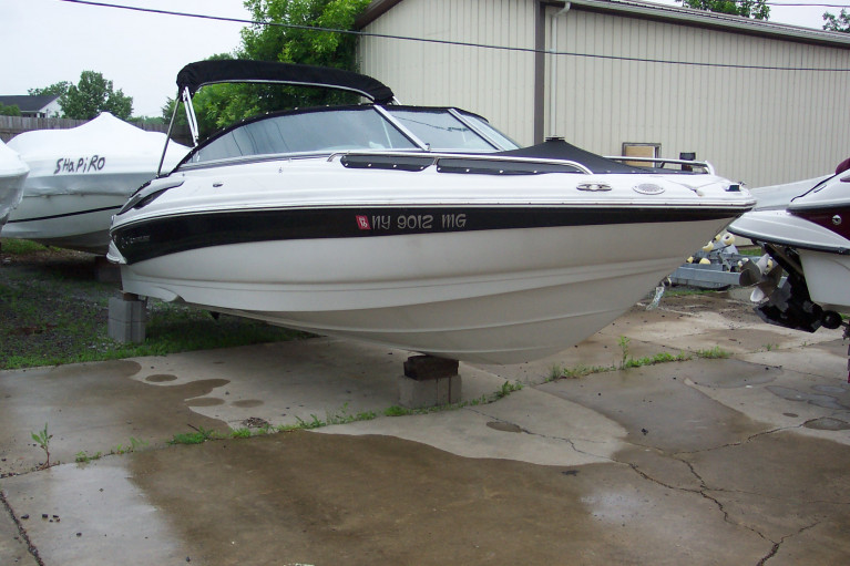 2010 CROWNLINE 220 LS OPEN BOW W/ 350 MAG MPI BRAVO III I/O