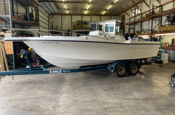 1996 CELEBRITY 22 FISH HAWK CENTER CONSOLE W/ YAMAHA 2-STROKE 200HP O/B & EAGLE TRAILER