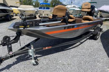 2018 TRACKER PRO 17 FISHING BOAT W/ MERCURY 40 HP 4 STROKE & TRAILER