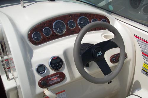 2006 SEA RAY 215 CUDDY CABIN W/ 5.0L MERC V8 I/O & CUSTOM PERFORMANCE TRAILER