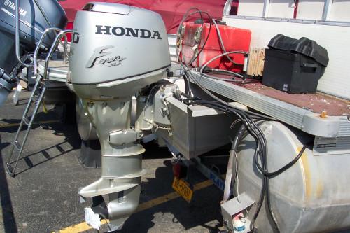 1999 PLATBOUY PONTOON BOAT W/ 30 HP HONDA 4-STROKE & TRAILER