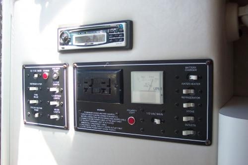 1999 CROWNLINE 268 CR W/ 5.7L EFI MERC V8 BRAVO II I/O