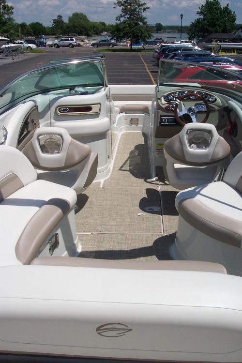 2015 CROWNLINE BOWRIDER E4 W/ MERCRUISER 350 MAG I/O & TRAILER