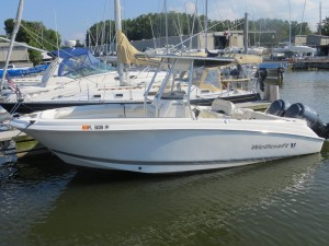 2008 WELLCRAFT 252 FISHERMAN CENTER CONSO;LE W/ TWIN F200 YAMAHA O/B'S & 2011 VENTURE TRAILER