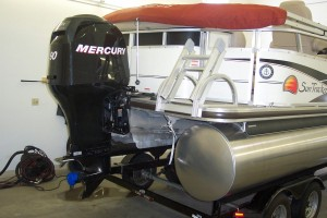 2009 FLAWLESS SUN TRACKER PONTOON BOAT W/ 90 HP MERCURY OPTIMAX & TRAILER