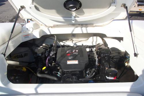 2005 CROWNLINE 216 LS W/ 5.0L V8 & CUSTOM TRAILER