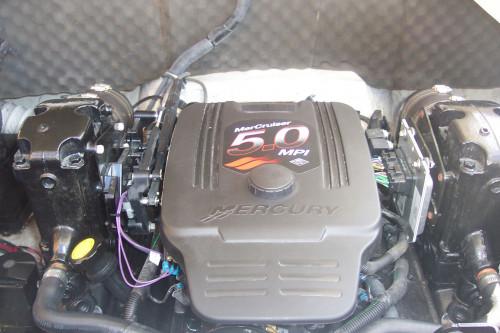 2006 RINKER CAPTIVA 226 W/ 5.7L MPI MERC V8 I/O