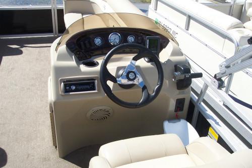 "2011 BENNINGTON 20"" SLI PONTOON BOAT W/ 50HP YAMAHA 4-STROKE O/B"