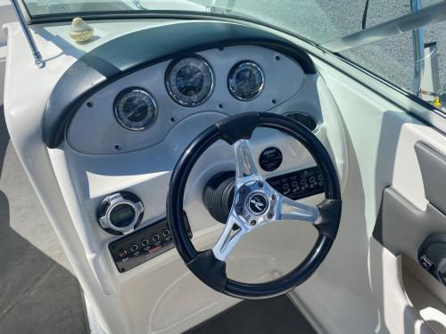 2011 SEA RAY SUNDECK 200 W/ 5.0L MPI MERC V8 I/O & TANDEM TRAILER