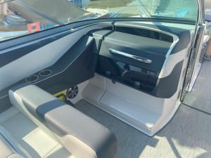 2017 REGAL 32 EXPRESS W/ TWIN VOLVO V8 300DP'S...ONE OWNER!