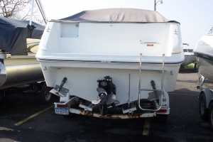 1990 SEA RAY 230 CUDDY CABIN