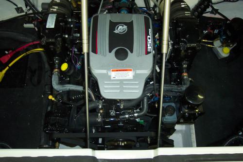 2009 CROWNLINE 240 LS