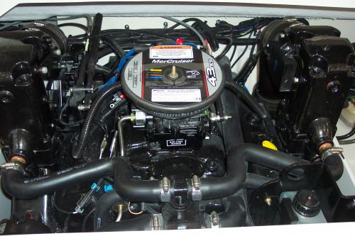 19' CROWNLINE BOWRIDER W/ 4.3L MERC V6 I/O & TRAILER