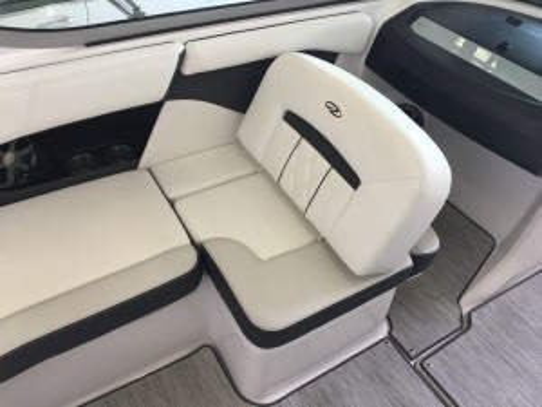2018 REGAL 2000 ES BOW RIDER W/ VOLVO V6 200 SX G5 I/O & VENTURE TRAILER