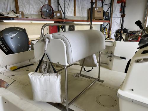 1996 CELEBRITY 22 FISH HAWK CENTER CONSOLE W/ YAMAHA 2-STROKE 200HP O/B & EAGLE TRAILER