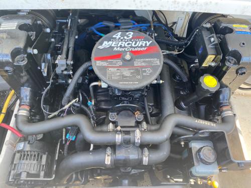 2007 CROWNLINE 19SS OPEN BOW W/ 4.3L V6 MERC I/O & CUSTOM TRAILER