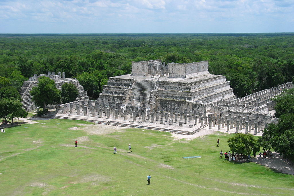 Templo de los Guerreros  (Temple of the Warriors) in Chichen Itza..