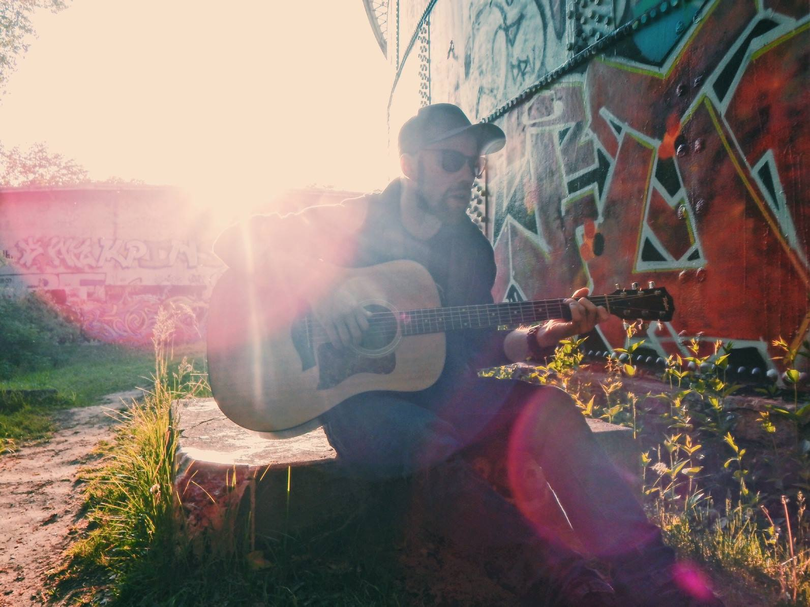 Logan Miller Live on the Patio
