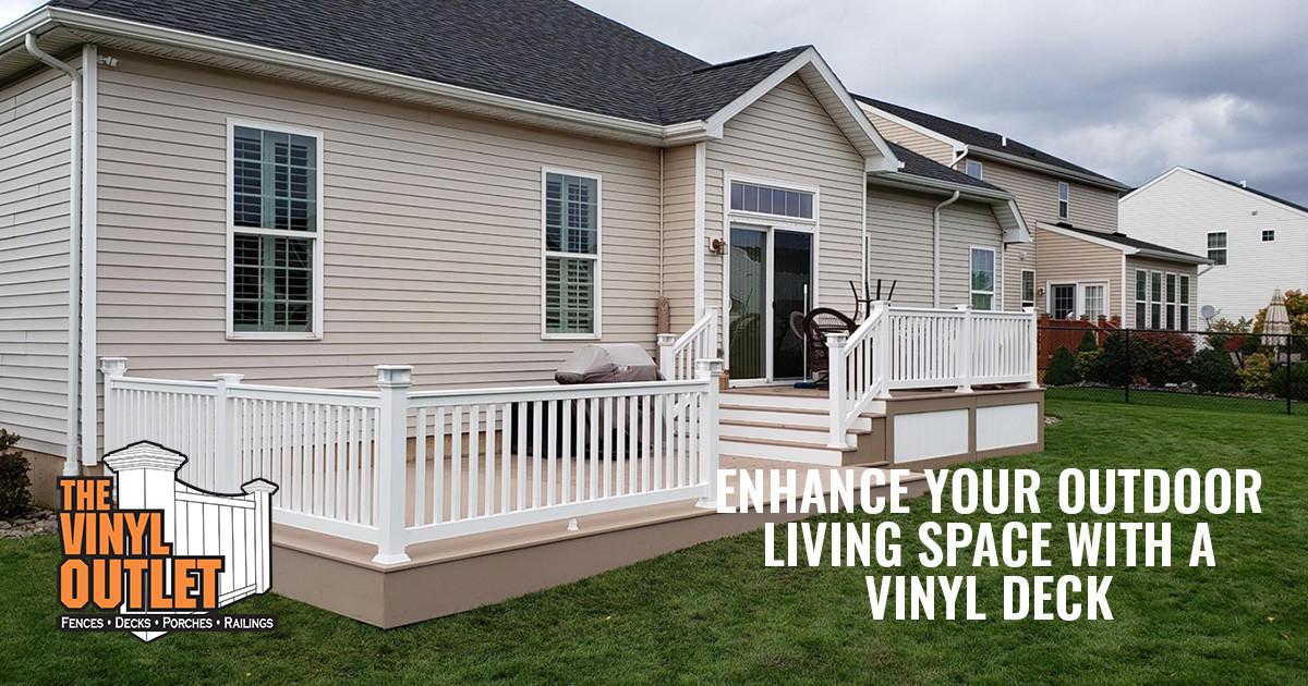 Custom Vinyl Decks to Enhance Your Outdoor Living Space