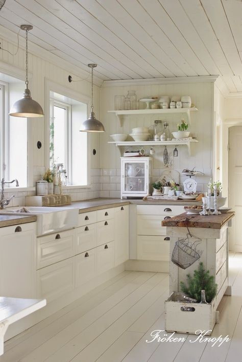 Country Style White Kitchen Cabinets