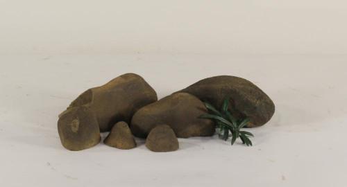 Stonecluster-002: Set of 6 river stones