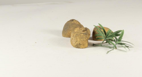 Stonecluster-003: Set of 3 small size river stones