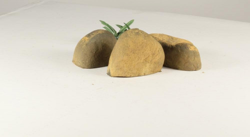 Stonecluster-004: Set of 3 medium size river stones