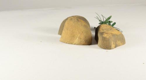 Stonecluster-004: Set of 3 medium size river stones