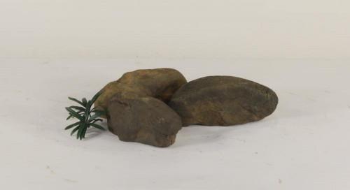 Stonecluster-005: Set of 3 large size river stones
