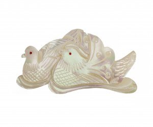 A Vintage Shell Carved 2 Dove Bird Pendant Pin