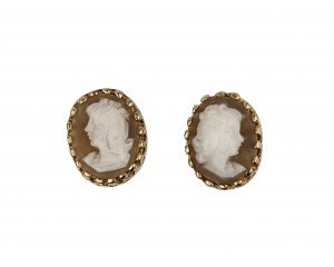 A Pair Of Vintage Cameo Style Clip On Earrings