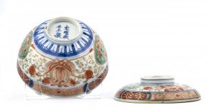 An Antique Chinese Imari Porcelain Bowl & Cover 6 Character Mark