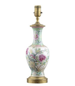 An Antique Chinese Porcelain Famille Rose Decorated Lamp